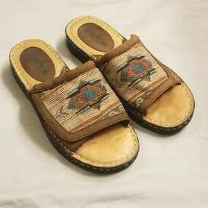 Minnetonka Embroidered Leather Slides Shoes 9